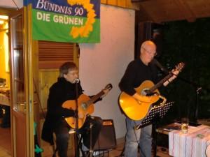 Der Landtagsabgeordnete Manfred Kern überzeugt im Duo mit Andreas Diebold mit seinem musikalischen Talent